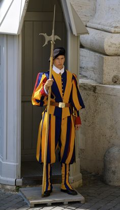 Kevin Nance Swiss Guard, Chuck Wagon, Make Your Own Clothes, Men In Uniform, Vatican City, Rome Italy, Sailors, Character Design, Military