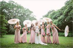 Foto com as madrinhas - Casamento Rustico Chique