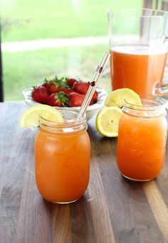 Summer Berry Punch ~ 5 Ingredient Party Punch - Miss in the Kitchen - Site Title Easy Mocktail Recipes, Coctails Recipes, Punch Recipes, Drink Recipes, Jar Recipes, Recipe Ideas, Refreshing Drinks, Summer Drinks, Summer Bbq