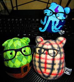 Tolly and Geek Cavey became friends really quickly.    Sea Wanderer Cavey thought that if he put on Me-Me's broken glasses, maybe he could be part of the geeky club.     http://soloha.vn/tham-trai-san-my-synergy/tham-my-synergy-ma-0284.html
