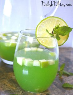 Green Sangria, perfect for St. Patrick's Day! #green #sangria #stpattysday http://delishdlites.com/cocktail-recipes/green-sangria/