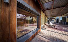 Sauna Klafs vyrobená na míru zkosenému prostoru Sauna, Halle, Windows, Hall, Ramen, Window