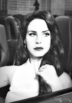The other woman enchants her clothes with French perfume... Lana Del Rey #LDR