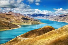 Yamdrok Lake, Tibet | 30 Sights That Will Give You A Serious Case Of Wanderlust