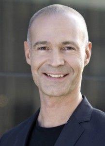 """Dr. med. Stefan Frädrich ist Experte für Selbstmotivation. Als Trainer, Coach und Consultant wurde er durch seine Bestsellerbücher (""""Günter, der innere Schweinehund"""", """"Besser essen – Leben leicht gemacht"""") und umfangreiche Medienpräsenz mit eigenen TV-Sendungen (Pro 7, SAT1, WDR, Focus Gesundheit ) bekannt."""