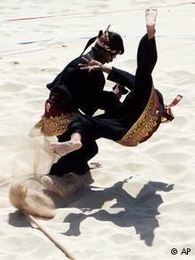 Pencak silat mempunyai filosofi sebagai seni bela diri untuk mengolah raga dan rasa, serta mempertahankan diri jika diperlukan Folklore Stories, Timor Leste, Krav Maga, Art Reference Poses, Kickboxing, Jiu Jitsu, Karate, Costume Design, Martial Arts