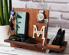 Custom Docking Station Wood Phone Stand Wooden Night Organizer Father Day Gift For Dad Mens Docking Station Dad Gift Boyfriend Gift For Boss Victorian Flowers, Geometric Patterns, Dog Clothes Diy, Quilt Pattern, Plaid Pattern, Pattern Paper, Baby Band, Love Card, Art Quilling