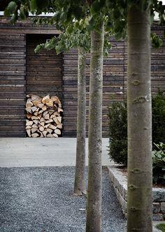der må godt tænkes en brændestabel in i tegningen  Horizontal slats on an outdoor storage shed? - Danish Summer House