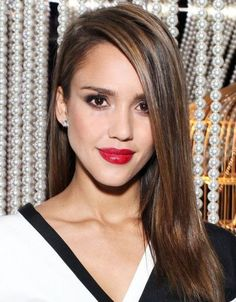 Jessica alba hairstyles - New Hair Styles ideas Side Part Hairstyles, Daily Hairstyles, Straight Hairstyles, Pretty Hairstyles, Stylish Hairstyles, Ecaille Hair Color, Balayage Hair, Balayage Brunette, Jessica Alba Hair