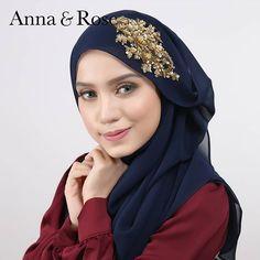 SOFEA BEADED SHAWL  Belum cuba, belum tahu betapa bestnya bila pakai sofea beaded shawl ni, tak panas, dan yang penting terletak kemas je 😄. Anna Rose, Bridal Hijab, Beautiful Hijab, Pashmina Scarf, Niqab, Neck Scarves, Neck Warmer, Scarfs, Hijab Fashion