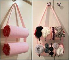 Suporte para arcos com material reciclado... podemos usar embalagem de batata pringles, rolos de papel toalha...  https://www.facebook.com/pages/Chiquinha-Artesanato/345067182280566