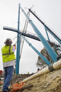 ORLANDO, FL (7 de janeiro de 2016) - A construção da Mako, no SeaWorld Orlando, está caminhando a passos largos. A nova hipercoaster do parque,...