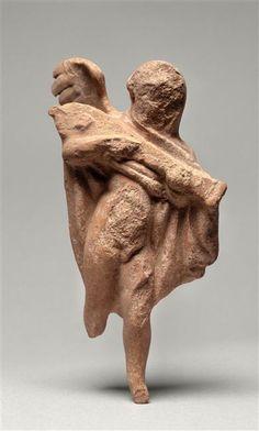 Figurine : Eros jouant de la pandura. 1ère 1/2 du 2e siècle av J.C ; découvert à Myrina. Paris, musée du Louvre