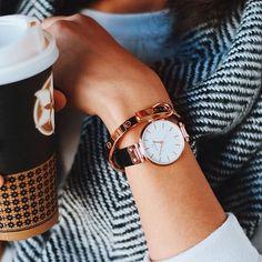 Me encanta este reloj. Yo lo vi hace tres días en el centro comercial. Me lo llevaría en una boda.