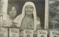 """""""Vita"""" kutularına çiçek eken kadınların penceresinden İstanbul #birzamanlar #istanlook #nostalji"""