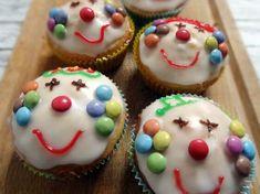 [Rezept] Clown-Muffins (Joghurt-Muffins) – desserts for kids Clown Cupcakes, Oreo Truffles Recipe, Cake Recipes, Dessert Recipes, Yogurt Muffins, Bon Dessert, Baking With Kids, Food Crafts, Popular Recipes