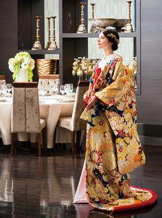 アクア・グラツィエがセレクトした、和装、まりに扇面(ウチカケ748 紺)をご紹介いたします。 Traditional Fashion, Traditional Dresses, Geisha, Kabuki Costume, Wedding Kimono, Japanese Wedding, Japanese Aesthetic, Samurai, Couture Details