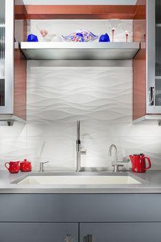 Textured Tiles These large wavy tiles keep this kitchen backsplash clean and bright without sacrificing style. Kitchen Buffet, Modern Kitchen Cabinets, Kitchen Furniture, Kitchen Interior, Contemporary Kitchen Backsplash, Kitchen Decor, Diy Kitchen, Kitchen Wall Tiles, Kitchen Flooring