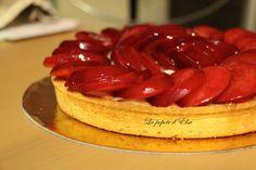 Tarte aux prunes, crème légère vanille et zeste de citron  Recette ici --> http://lapopotedelsa.fr/creation-tartes-prunes-creme-legere-vanille-citron/