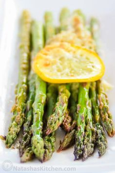 Baked Asparagus with Lemon, Butter and Parmesan Best Asparagus Recipe, Grilled Asparagus Recipes, Parmesan Asparagus, Lemon Asparagus, Asparagus Spears, Oven Roasted Asparagus, Kitchen Recipes, Cooking Recipes, Healthy Recipes