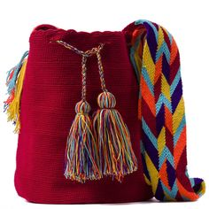 Beautiful Wayuu, www.fullmoonrise.com Finger Weaving, Knitting Designs, Handmade Bags, Hand Knitting, Bucket Bag, Tapestry, Maya, Purses, Boho
