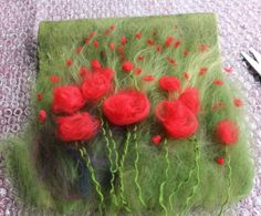 Poppy Bag 2 « a life of fibre – Angela Barrow Wet Felting Projects, Needle Felting Tutorials, Felted Soap, Felted Bags, Felt Pictures, Wool Art, Creation Couture, Nuno Felting, Felt Art
