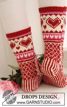 """Strikkede DROPS valentine sokker med mønster i """"Merino Extra Fine"""". ~ DROPS Design"""