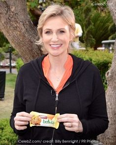 Actress Jane Lynch gave commuters in New York a boost on Monday by handing out free breakfast bars. The Glee star showed up in Times Square to dish out belVita snacks before heading to a nearby branch of Walgreens drugstore. Breakfast Bars, Free Breakfast, Belvita Breakfast Biscuits, Tax Day, Jane Lynch, Star Show, Glee, Times Square, Motivational