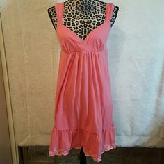 Dress Very cute summer dress by Ann Taylor made of 93% cotton and 7% spandex.  Never worn. Ann Taylor Dresses