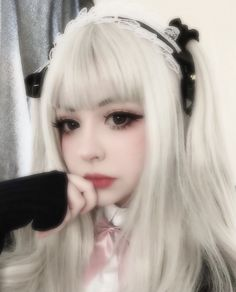 Aesthetic Grunge, Aesthetic Girl, Edgy Makeup, Hair Makeup, Makeup Inspiration, Makeup Inspo, Makeup Ideas, Anime Boy Hair, Girl Photo Shoots