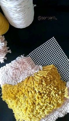 Latest No Cost Latch Hook videos Concepts Lock hook is definitely an enjoyable, uncomplicated art that allows you to build images Diy Pom Pom Rug, Pom Pom Crafts, Yarn Crafts, Diy And Crafts, Tapetes Diy, Latch Hook Rugs, Rug Hooking, Locker Hooking, Weaving