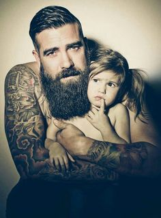Babies And Their Tattooed Parents That Look Absolutely - Tattoos Have Quite A Few Nasty Stereotypes Associated With Them That Its About Time We Change The People In This Post Are All Wonderful Young Parents And They Also Happen To Be Covered In Beaut Father Daughter Tattoos, Tattoos For Daughters, Tattoos For Guys, Cool Tattoos, Tattoo Zone, Parent Tattoos, Beard Styles For Men, Fathers Love, Beard Tattoo