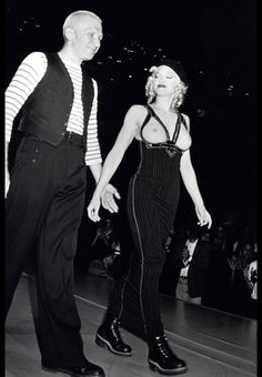 Madonna portant un corset Jean Paul Gaultier en 1990 http://www.vogue.fr/thevoguelist/jean-paul-gaultier-1/260#