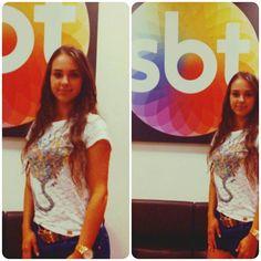 A cantora Thais Juliana já chegou no SBT. A bela se apresentou ontem (10 de novembro), no Programa do Ratinho. Assim como na foto, a artista irá vestir um look Oufashion!