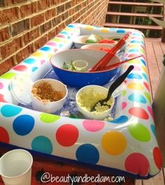 Blow-Up Raft as a Cooler.just add ice and food! DIY buffet, drinks, snacks & party food on ice. Summer party idea or luau Pjmask Party, Lila Party, Party Fiesta, Festa Party, Snacks Für Party, Party Gifts, Party Time, Food For Pool Party, Outdoor Party Foods