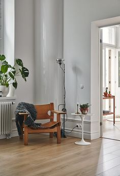 Spanish Chair By Børge Mogensen From Fredericia Furniture And Tulip Table  By Eero Saarinen From Knoll