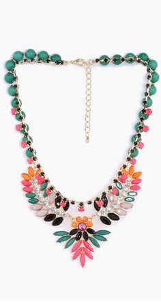 Gorgeous statement necklace http://rstyle.me/n/d9fwmn2bn