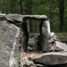 Ten Prehistoric Artifacts and Sites in America - The realm of prehistory remains largely untouched by the scientific community, yet sites and artifacts have emerged around the world, nullifying current history books and baffling academics everywhere. The numerous unexplained archaeological sites and artifacts remain a puzzling mystery to scientists but have too much hard evidence to dismiss.