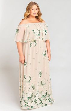 floral maxi engagement dress - engagement outfits Engagement Dresses, Engagement Photo Outfits, Engagement Photos, Mumu Bridesmaid Dresses, Wedding Dresses, How Many Bridesmaids, Stylish Suit, Girls Together, Floral Maxi