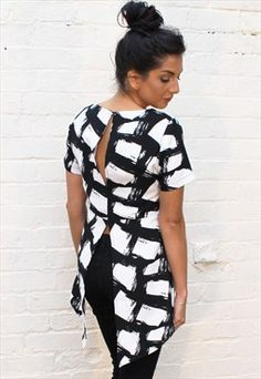Split Back Dipped Hem Brush Stroke Top in Black & White