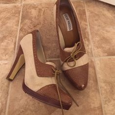 """STEVE MADDEN cutest shoes 7 1/2 Super cute. I've worn a handful of times. There is one small scuff on the left top of the shoes. 4"""" heel Steve Madden Shoes Ankle Boots & Booties"""