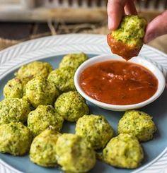 Egy egészséges nasit szeretnél, amit a tévé előtt is bátran, bűntudat nélkül elmajszolhatsz? Akkor ez a sajtos, karfiolos, brokkolis gombóc...