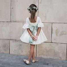 No hay ninguna descripción de la foto disponible. Bridesmaid Flowers, Wedding Bridesmaids, Bridesmaid Dresses, Wedding Dresses For Kids, Wedding With Kids, Flower Girl Outfits, Flower Girls, Baby Dress, Kids Outfits