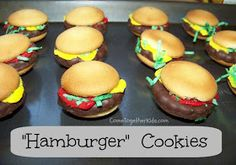 Hamburger Cookies: (easy kid bake sale idea) Vanilla wafers, Keebler mint grasshopper cookies, red and yellow easy squeeze frosting, coconut flakes with green food coloring. Just Desserts, Delicious Desserts, Hamburger Cookies, Baked Hamburgers, Grasshopper Cookies, Cookie Recipes, Dessert Recipes, Good Food, Yummy Food