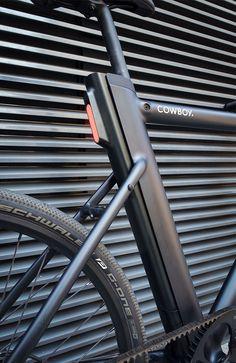 Im Test: Cowboy, das günstige Urban E-Bike mit smarten Features — urbanbike. Cycling Art, Cycling Quotes, Bike Shelter, Truck Covers, E Mobility, Bike Details, Push Bikes, Urban Bike, Garage Makeover