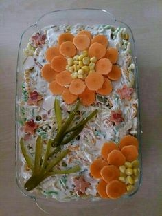 The 12 best ideas to arrange salad plates for guests on the banquet table - Lebensmittelkunst - Wurst Food Design, Cute Food, Yummy Food, Decoration Buffet, Salad Decoration Ideas, Creative Food Art, Food Carving, Vegetable Carving, Food Garnishes