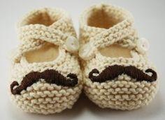 Moustache booties, patucos bigotudos