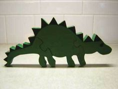 Make wooden toys with these FREE toy plans! Diy Design, Diy Projects Using Wood, Dinosaur Puzzles, Dinosaur Template, Dinosaur Toys, Making Wooden Toys, Wood Toys Plans, Doll Beds, Wooden Puzzles
