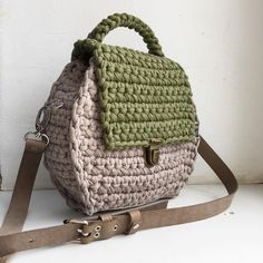 Crochet Clutch Bags, Crochet Purse Patterns, Crochet Backpack, Crochet Handbags, Crochet Purses, Crochet Bags, Diy Crochet, Crochet Crafts, Pikachu Crochet