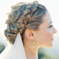 7 Ways to Style Your Hair Under a Wedding Veil | Brit + Co
